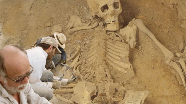 5-meter Tall Human Skeleton Unearthed In Australia!